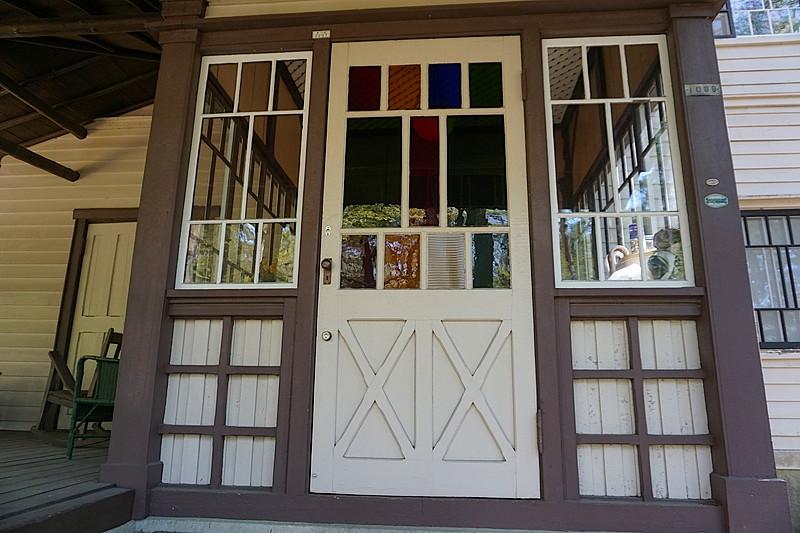 ステンドグラスが美しい玄関です。