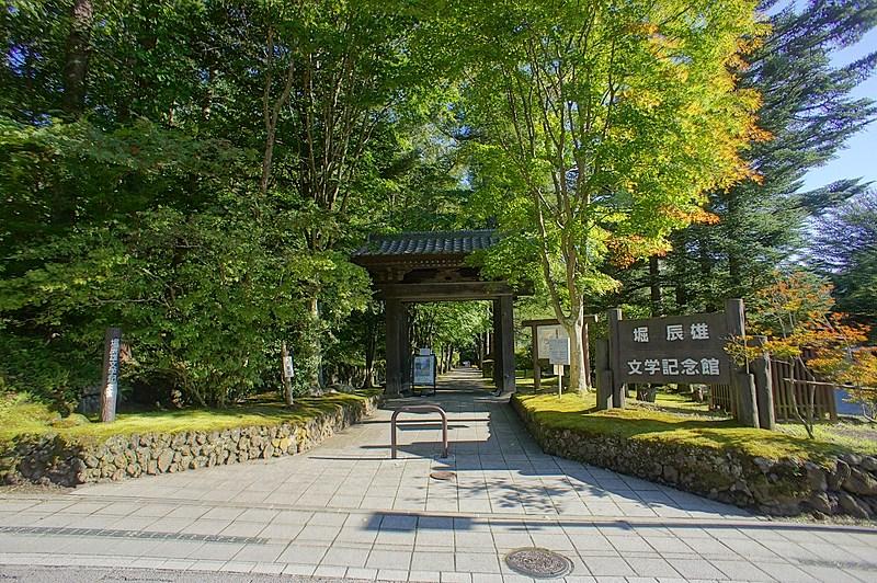 軽井沢の郷土について調べたり、文学に触れるのも、日常の雑事を忘れさせてくれます。