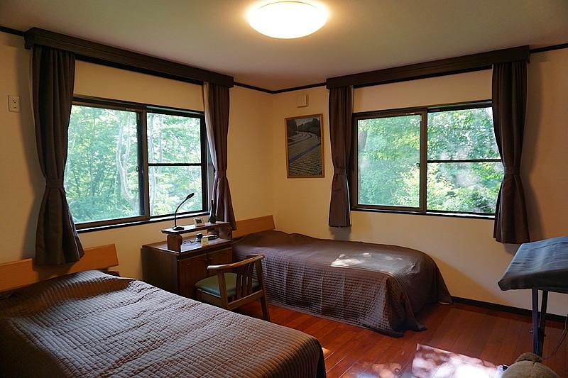 ゲスト用の寝室。ゆっくりくつろげるスペースとなっております。