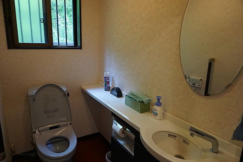 2階のトイレ。1階のトイレも同じようにゆったりと使えます。