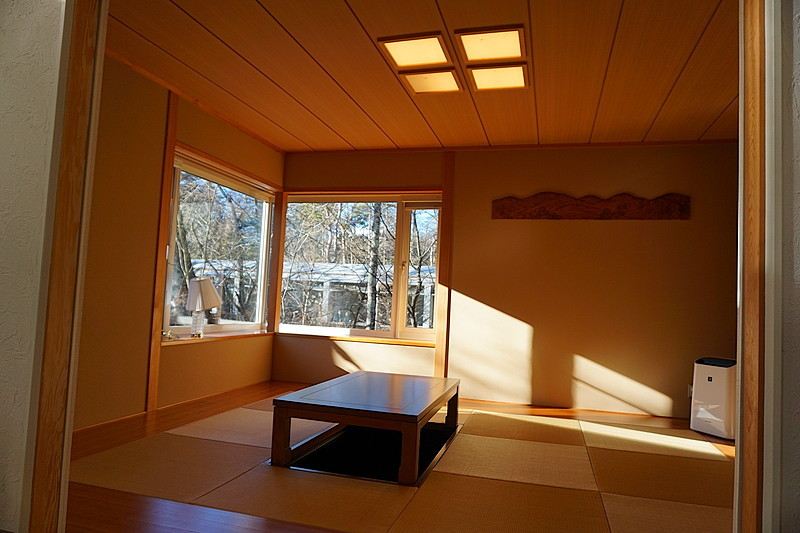 洋風の室内で、和を演出できるお部屋があると落ち着きますね。