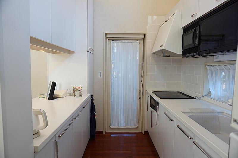 白で統一されたキッチンは、清潔感が保たれるよう。
