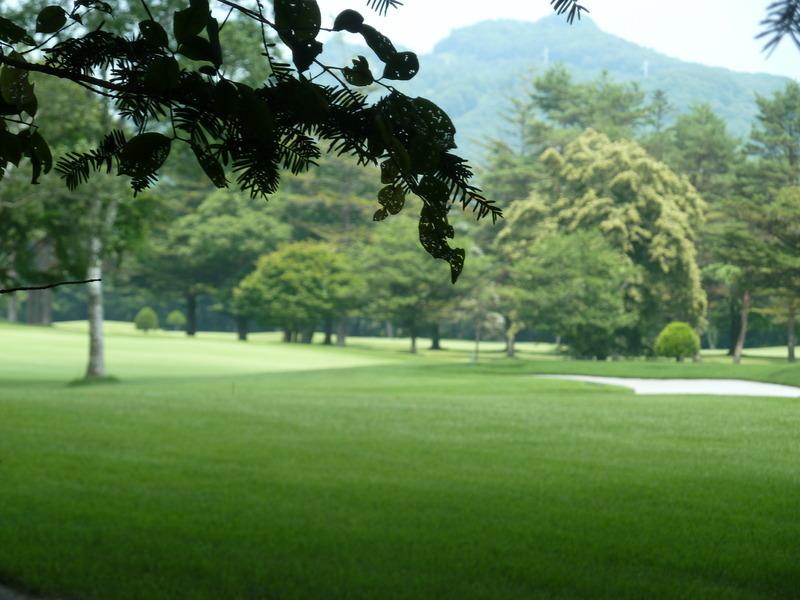 軽井沢ゴルフ倶楽部までは、約1km。
