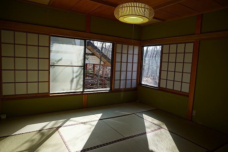 8帖の和室。新しい畳の匂いが心地よい。光の射し具合がきれいですね。