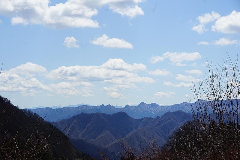 別荘地内から望む山々の景観に、思わず見とれてしまいます。