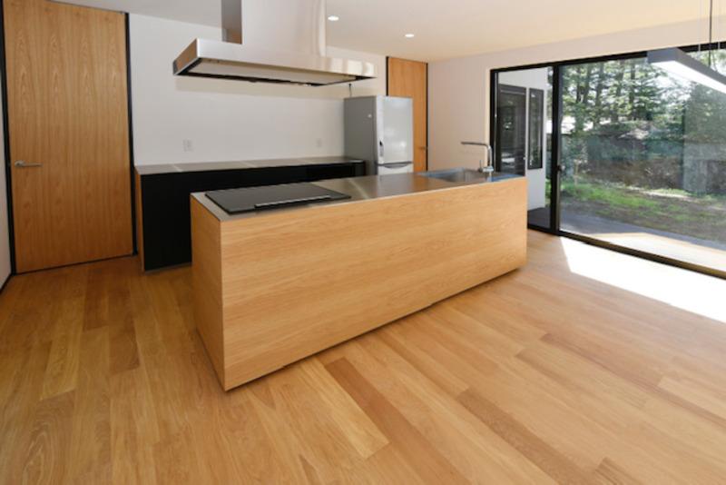 キッチンスペースはリビングを眺めて作業ができるため、小さなお子様とのやりとりもしやすいですね。