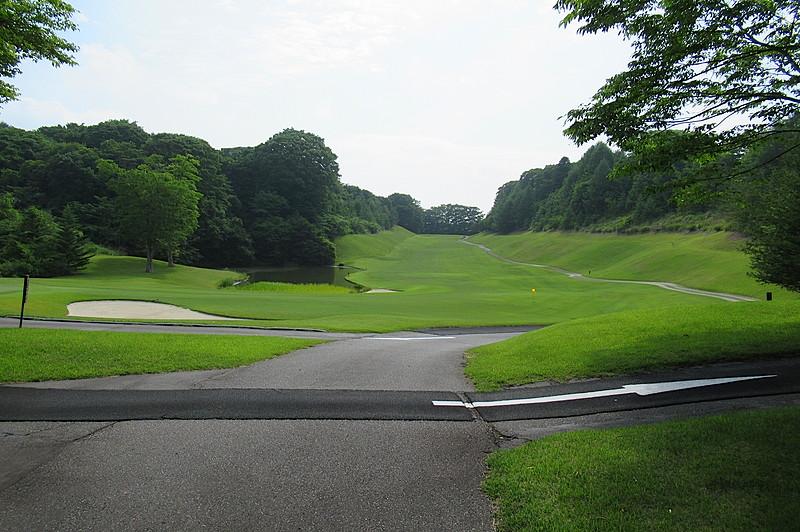 中軽井沢カントリークラブまで、約5.3km。たまには、爽やかな風とともに汗を流すのも格別のお楽しみ。