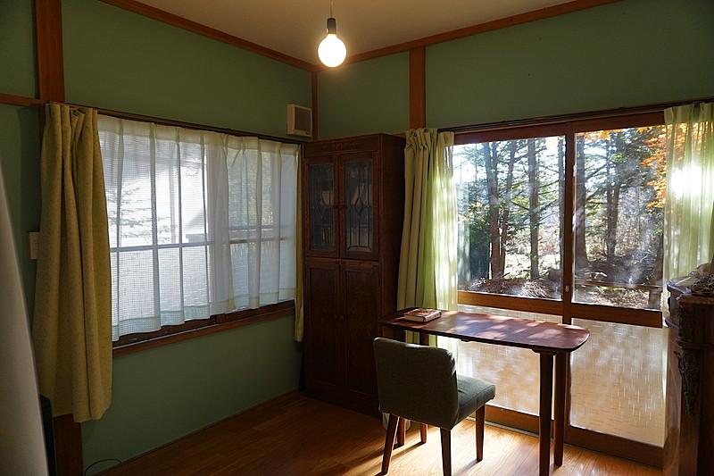 6帖のお部屋は書斎や読書スペースとしても。